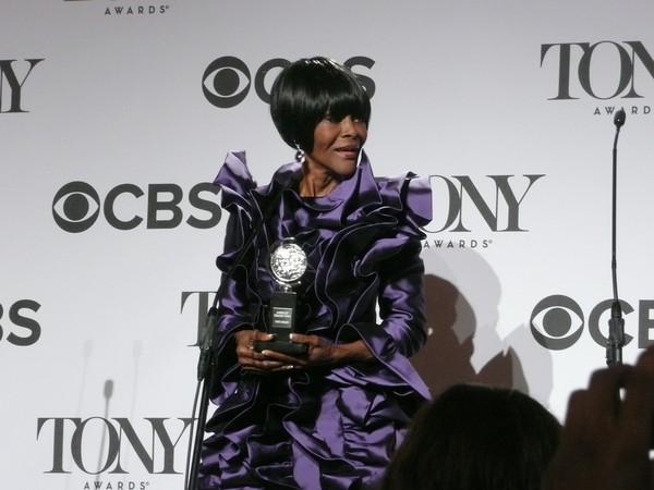 Cicely Tyson Accepts Outer Critics Circle Award
