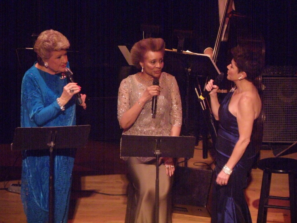 Holiday Belles Maye, Andreas, Uggams Rang at Town Hall (video)