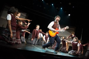 Alex_Brightman_and_the_cast_of_School_of_Rock_by_Timmy_Blupe