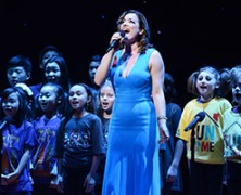 Gypsy-of-the-Year-2015-Laura-Michelle-Kelly-and-Broadway-kids-photo-by-Monica-Simoes_7913_300x200