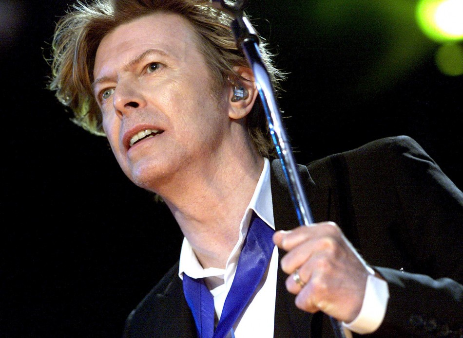 la-et-ms-david-bowie-cowriting-stage-play-of-the-man-who-fell-to-earth-20150403