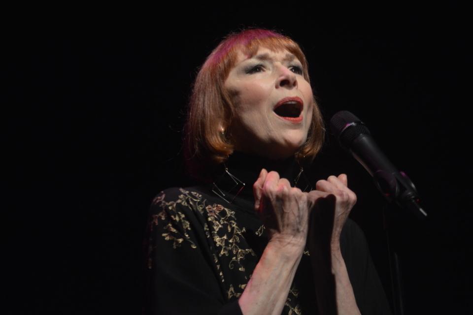 Winter Rhythms: Karen Akers, Vive La Chanson!