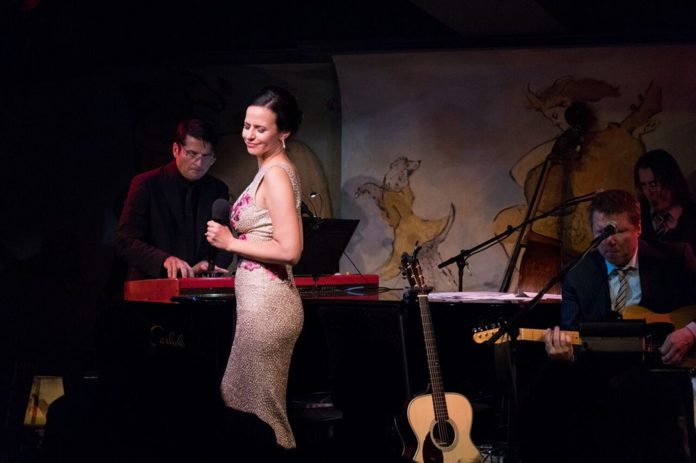 """Mandy Gonzalez is """"Fearless"""" at the Café Carlyle"""