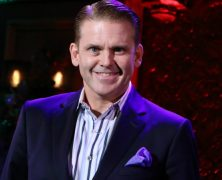 Robert Creighton Returns to 54 Below with Holiday Happy!