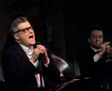 "Isaac Mizrahi Delivers a ""Terrific Treat"" at Café Carlyle"