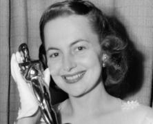 Olivia de Havilland Dies at 104